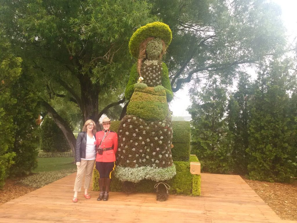 At MosaiCanada 150 / Gatineau 2017, floral artwork of Anne of Green Gables with Kate Butler MacDonald, grand-daugther of Lucy Maud Montgomery (and a Canada 150 Ambassador).